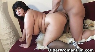 Chubby mature mom needs warm jizz