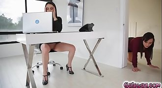 Georgia can'_t  handle the heat and cums in her mouth